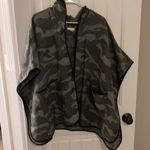Camo oversized hooded poncho. Size XS/S.